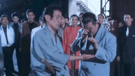 四川方言: 两大武林高手对决, 一位用刀砍苍蝇, 另一位成笑话