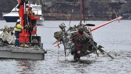 自拍时打昏飞行员致空难 富豪一家5口遇难