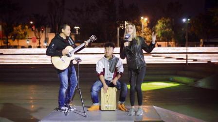 乌克兰美女Sasha吉他弹唱小黄人主题歌Happy