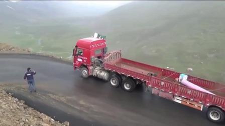 牛人雨天驾驶大挂车过山弯, 这驾驶技术目测月薪