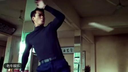 李小龙功夫跟他比还差远。第一次登门拜他为师, 结果被他请出去了