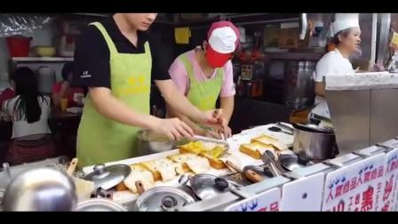 """台湾美食 """"棺材板""""! 面包里塞满各种好吃的东西"""