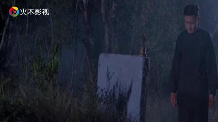 小伙半夜回家路过坟地, 看到有人在坟地, 便前去探个究竟