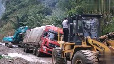 铲车和挖掘机前拉后推重载大货车