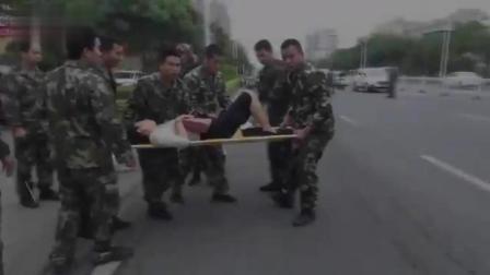 女子消防队门口出车祸, 一群消防员速救