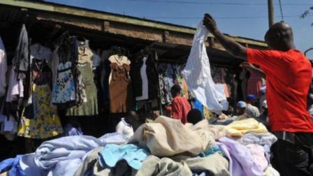 中国旧衣服到了非洲之后, 到底会变成什么样? 看完大开眼界
