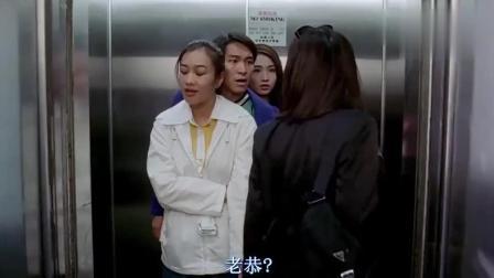 还是得服星爷的魅力啊, 这一电梯都是他的女朋友