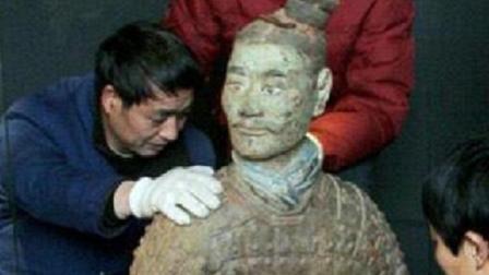 兵马俑是糊在真人身上烧制的? 两千年后, 破碎的陶俑揭露真相