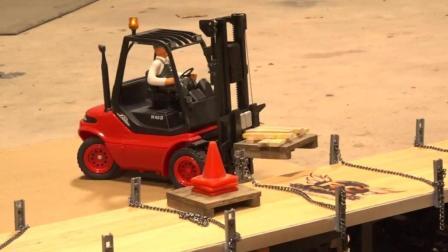 在车库搭建了遥控车模拟装载场地
