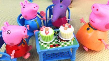 玩趣屋小猪佩奇的故事 第一季 猪妈妈教小猪佩奇制作美味小蛋糕