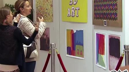 """展览馆恶作剧  游客正专注看画, 画突然会""""咬""""人"""