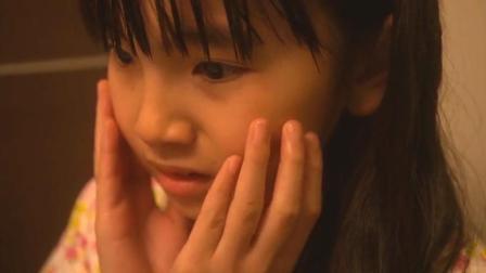 小女孩洗脸时听见脸下发出声音, 父母们都知道真相, 但不敢告诉她