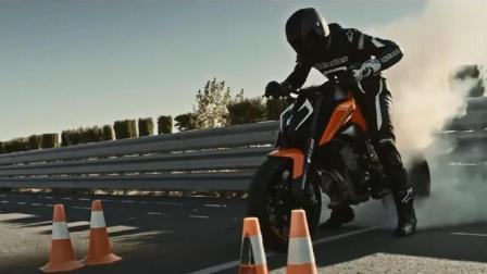高手骑KTM 790 Duke摩托车, 训练场超低压弯, 抬头骑行无所不能!