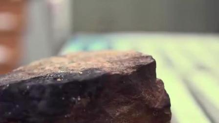 牛人把石头打磨成一个碗, 看到成品你才知道有多