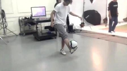体育全能鹿晗 篮球足球都能上手 运动才能MAX!