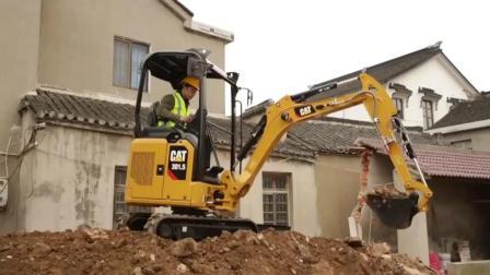 为什么那么多人买小挖掘机工作, 这个视频也许给你答案!