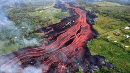 """这是什么地方? 火山中竟能喷出宝石, 连续40天下了一场""""宝石雨"""""""