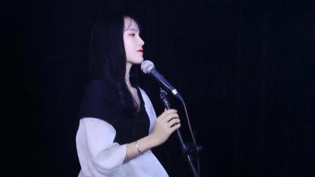 网红美女翻唱爆红网络歌曲《沙漠骆驼》