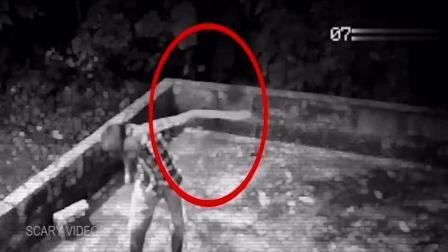 监控拍到的真实见鬼视频, 小男孩被鬼猛推了一把! 吓人啊!