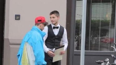 男子扮成乞丐去高级餐厅被拒, 之后开法拉利回来时, 服务员傻眼了