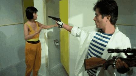 女子在厕所撞见杀手, 灵机一动假扮成盲人逃过一劫, 真惊险!