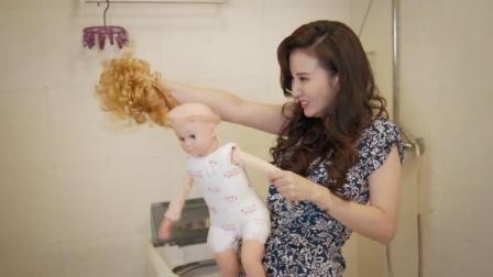 美女即将生产,拿假娃娃激发美女的母爱,谁知她竟把娃娃分解了!