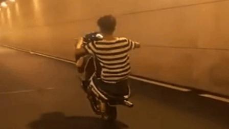 摩托车耍酷的下场, 笑翻了!