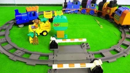 积木组装小火车和小汽车玩具
