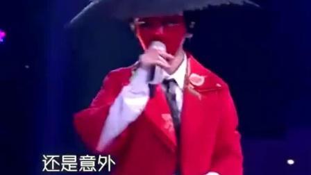 蒙面唱将猜猜猜: 谭维维与蒋瑶佳合唱《夜空中最亮的星》精湛唱功震撼全场观众!