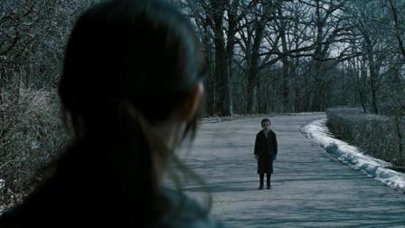 树林里出现一个小男孩, 面无表情, 从那以后, 可怕的事情接踵而来!