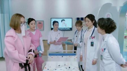 富婆在医院照顾生病的女儿,竟把纸贴在脸上,女护士在一旁憋笑!
