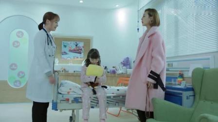 女医生让孩子看书,妈妈进来自己把书抢过来,竟骂医生教坏孩子!