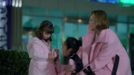 孩子不见了,家属情绪激动大骂女护士,幸好孩子就在医院外面吹风