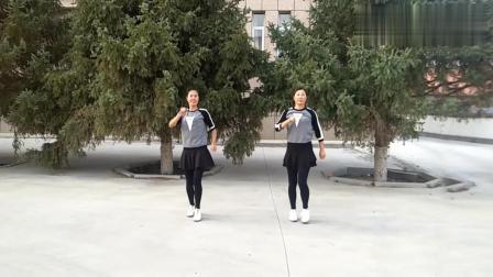 姐妹花双人广场舞《拉萨夜雨》动感十足, 好看极了!