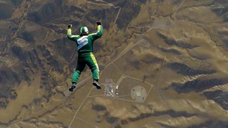 国外牛人7600米高空不带降落伞跳下, 落地完好无