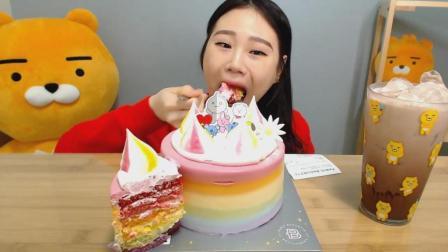 韩国大胃王卡妹, 吃一个7色奶油蛋糕, 大口大口吃, 真不怕腻