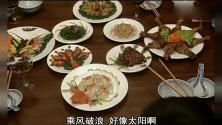 教授请七十岁的阿婆保姆, 全家人看到都嫌弃, 做的菜一上桌呆了!