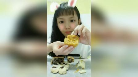 奶黄流心月饼五仁月饼鲜花酥枣泥酥豆浆