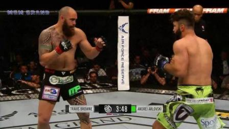 UFC25周年经典战: 布朗vs斗狗 对轰秀 兄弟情 都浓缩在一回合中