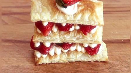 """一块酸甜美味的""""草莓拿破仑酥""""作为午后甜点是无比惬意的事情"""