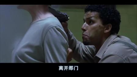 这部猛片中, 美军阿帕奇对敌人展开残暴轰炸! 连FBI也照轰不误