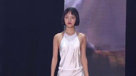 仙女范十足!肤白貌美大长腿开启霸屏模式,get同款服装解锁完美身材