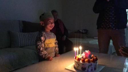 小猪佩奇生日蛋糕吹蜡烛许愿 萌娃搞笑生日会3周岁生日视频