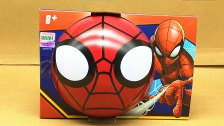熊大玩复仇者联盟蜘蛛侠小钻风陀螺对战玩具