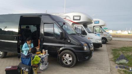 这样吃睡在车上, 你觉得幸福吗, 自改房车穷游生活来到新疆库尔勒