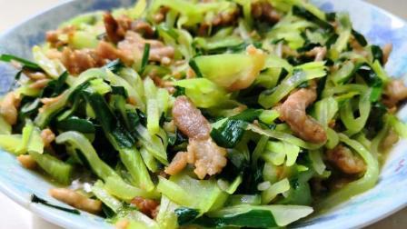 在家做莴笋炒肉丝, 莴笋清脆、肉丝爽滑, 韭菜又怎样搭配呢?