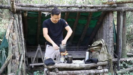 保健哥小木屋, 掌中便携小木材炉烹饪小鸡儿炖土豆, 顶呱呱!