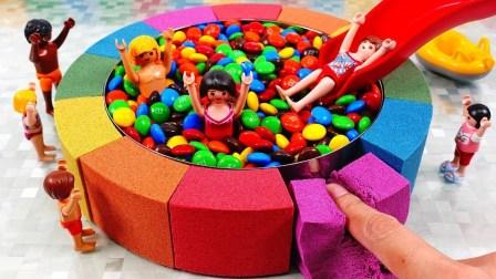 儿童手工启蒙DIY,用太空沙建造孩子们的巧克力豆游泳池!