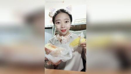 吃的玉米和面包 在学校面包店买的火腿的三明治