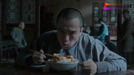 白鹿原: 亲爹下厨给儿子做油泼面, 碗底一堆辣子, 哭着也要吃完